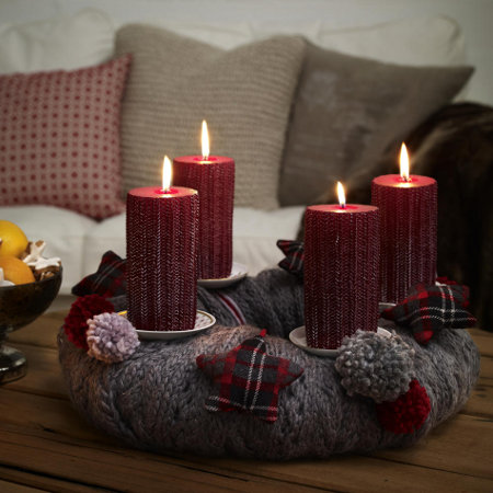christmas-candleholders-diy-handmade-knitted-centerpice-thick-red-candles
