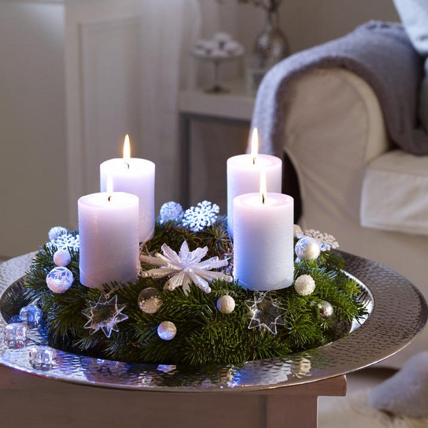 christmas-table-centerpieces-glass-stars-ornaments-winter-decoration-idea-snowflakes-objects