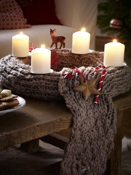 christmas-table-centerpieces-knitting-wreath-white-candles-winter-rustic-motif