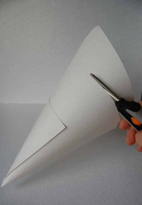 christmas-tree-manifacture-cone-cardboard-cutting-handmade-souvenir