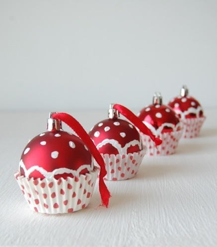 christmas tree ornaments ideas cupcakes red balls dots