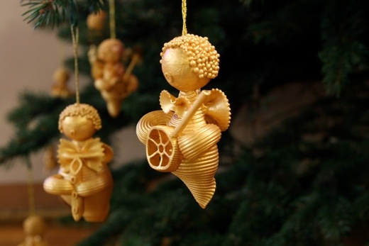 christmas-tree-ornaments-kids-pasta-angels-gold
