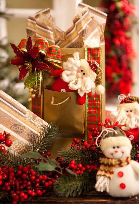 creative-christmas-gift-bag-ideas-poinsettia-ribbons-santa-toy