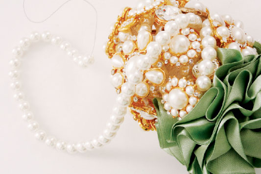 diy-brooch-bridal-bouquet-pearls-fill-holes
