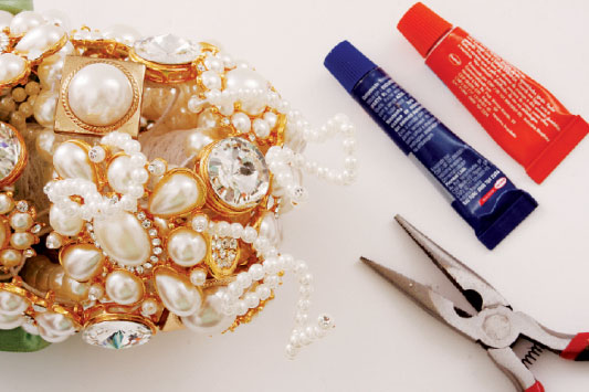 diy-brooch-bridal-bouquet-tutorial-pearls-rhinestones