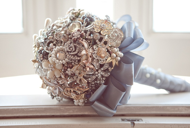 diy-brooch-wedding-bouquet-vintage-blue-satin-ribbon