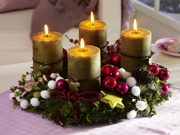 DIY Christmas Candle Centerpieces 40 Enchanting Ideas