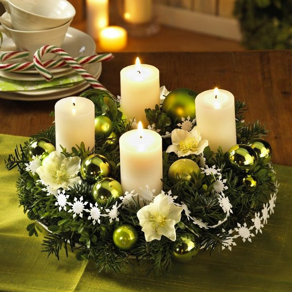diy-christmas-candle-centerpieces-decorative-white-flowers-motif-small-snowflakes-festive-home-idea