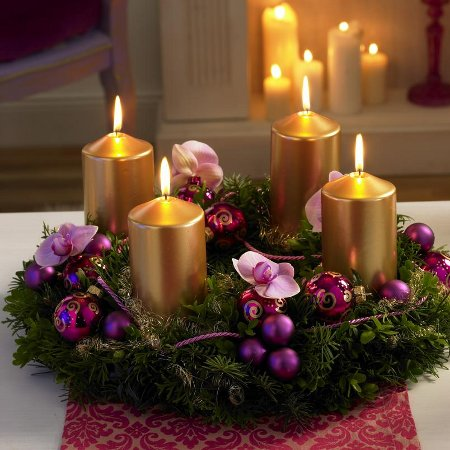 diy-christmas-candle-centerpieces-enchanting-gold-decoration-arrangement-charming-adornment