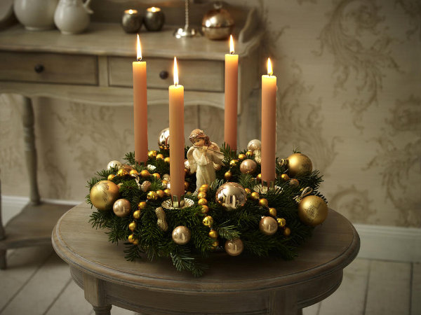 diy-christmas-candle-centerpieces-flutist-gold-angel-yellow-glass-tree-ornaments-fir-branches