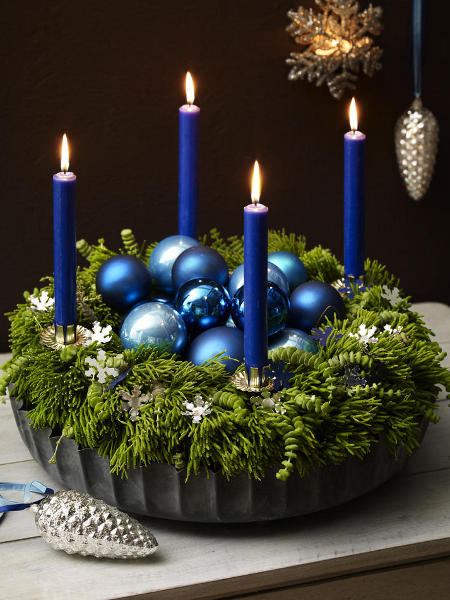 diy-christmas-candle-centerpieces-silver-cones-tree-ornaments-blue-motif-table-decoration