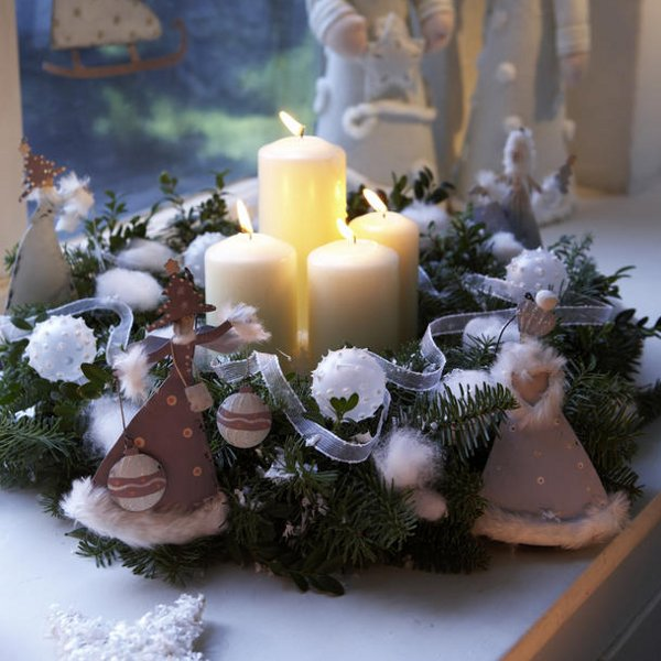 Diy christmas candle centerpieces 40 enchanting ideas for Vase weihnachtlich dekorieren
