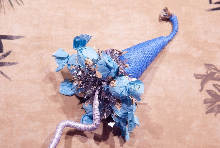 diy christmas gift idea blue candy garlands arrangement decorating ornaments