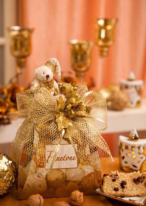 diy-christmas-gift-wrap-ideas-gold-ribbon-teddy-bear-cake