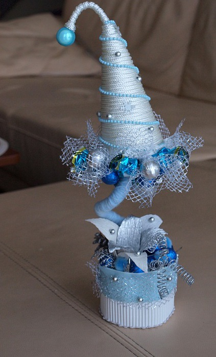 diy christmas topiary trees snowy decorative handmade craft idea glamour blue glass ball ornaments