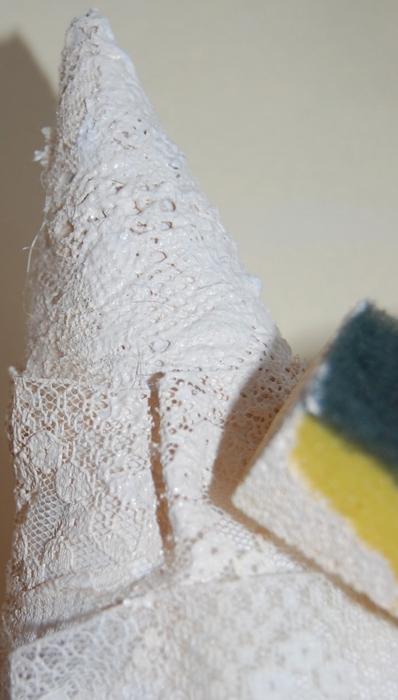 diy-christmas-tree-gift-idea-sponge-paint-cone-lace