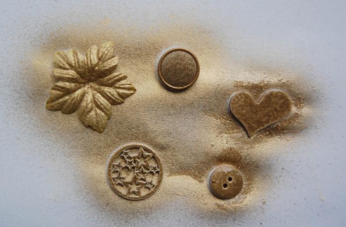 diy-christmas-tree-pebbles-rhinestones-decoupage-materials-gold-spray-painting