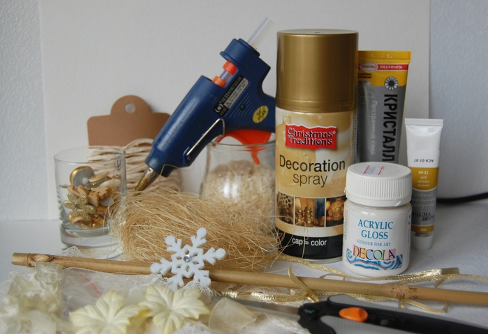 diy-christmas-tree-topiary-materials-glue-gun-acrylic-paint-golden-spray-lace-beads-rhinestones-diy-glass
