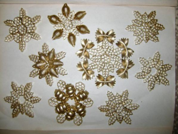 diy-pasta-snowflakes-tree-ornaments-gold-crafts-kids