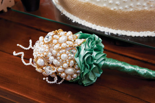 diy-vintage-brooch-wedding-bouquet-green-satin-ribbon