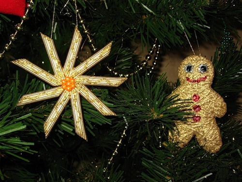 handmade-christmas-tree-crafts-pasta-snowflake-gold-paint