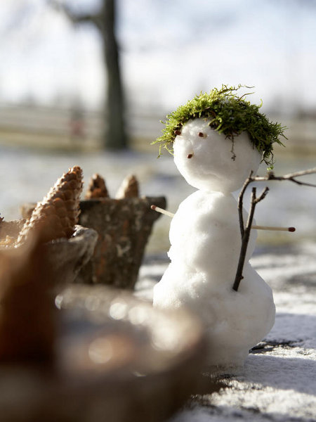 handmade-outdoor-christmas-decor-small-snowman-moos-hair