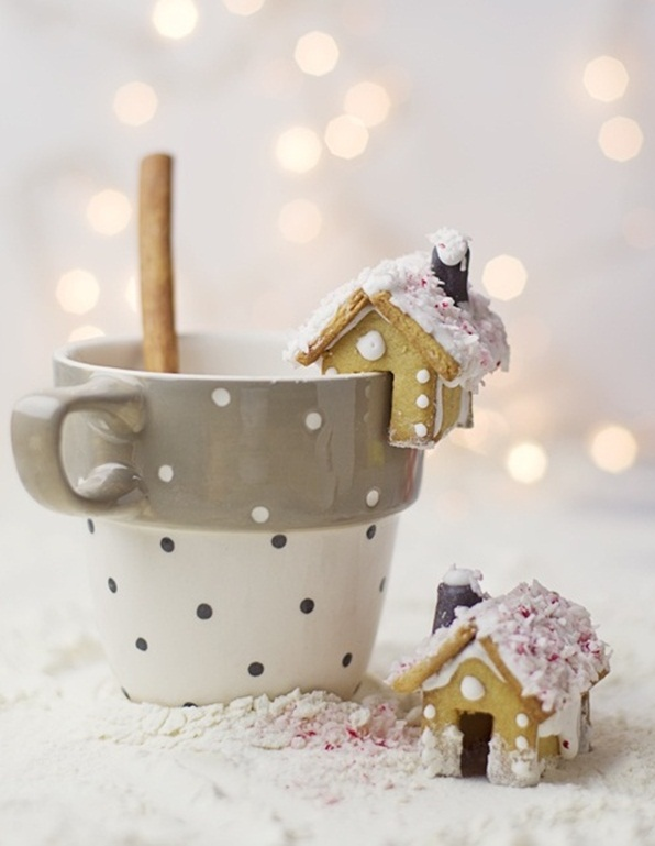 homemade-christmas-treats-kids-gingerbread-mini-house-hot-choco