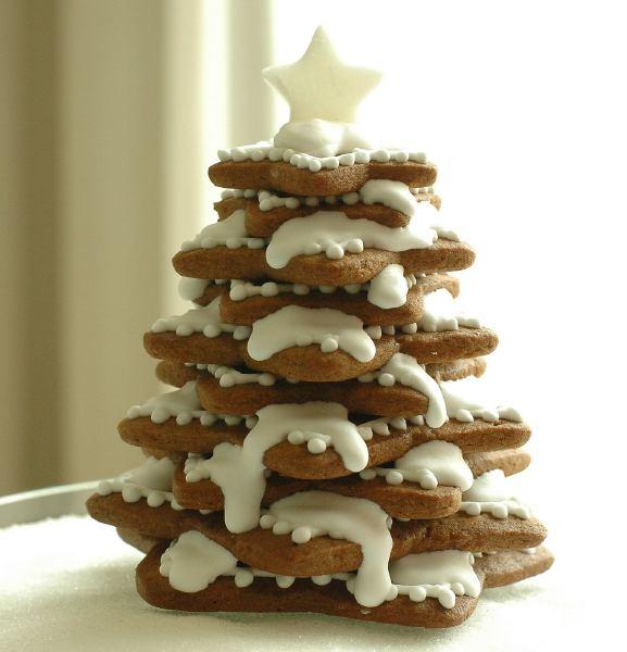 homemade-edible-christmas-trees-stars-cookies-frosting