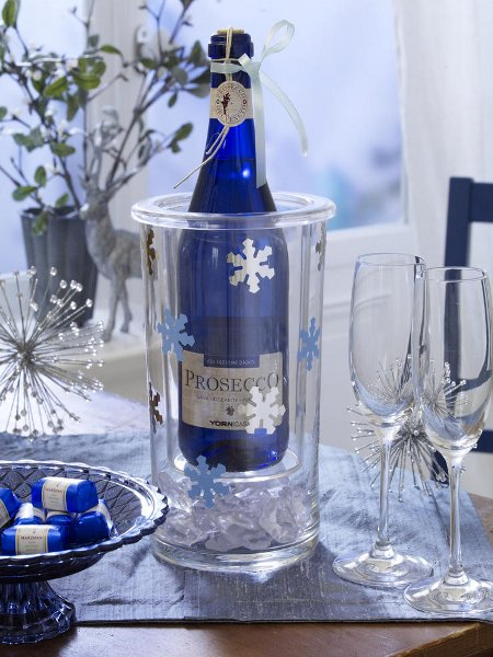 last-minute-christmas-decorations-wine-container-snowflakes