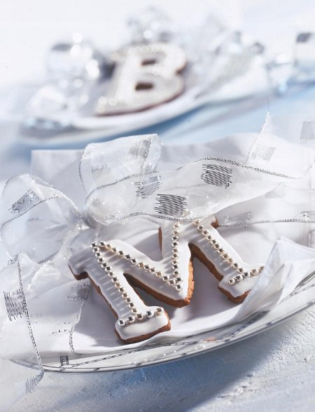 last-minute-diy-christmas-decorations-gingerbread-cookie-letter