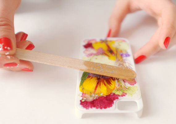 masters-diy-howto-iphonecase-pressedflowers-012