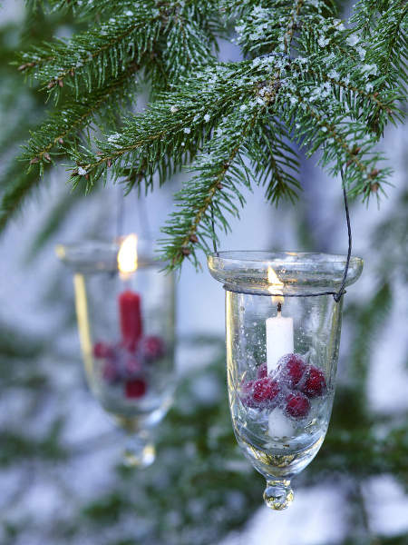 outdoor-christmas-decoration-glass-candle-holders-hanging-trees-berries