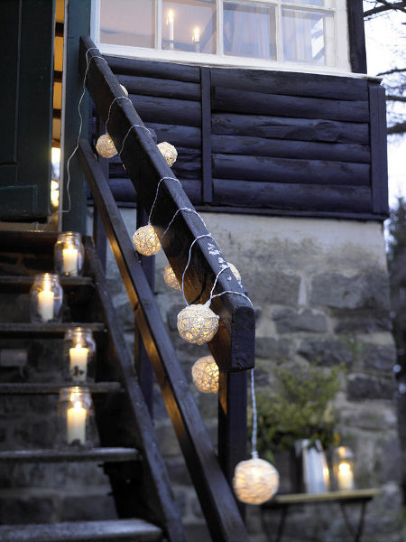 outdoor-christmas-decoration-ideas-handrails-jars-steps