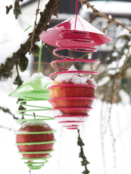 outdoor-christmas-decoration-ideas-metal-bird-feeder-red-apples