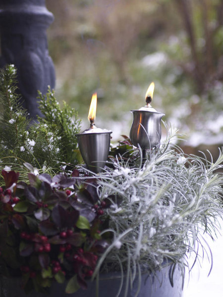 outdoor-christmas-decoration-ideas-oil-torches-planter