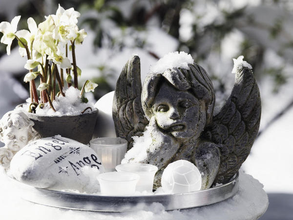 outdoor-christmas-decoration-stone-angel-christmas-rose-pot-candles