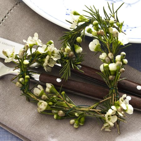 table-decoration-fir-branches-heart-form-wearth-romantic-idea-diy-masters