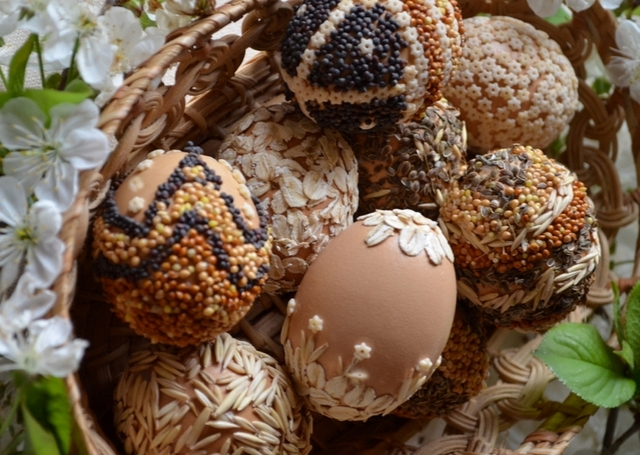 decorate easter eggs naturally seeds various ideas