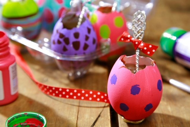 4 easy diy homemade easter gifts ideas diy masters blog easter gift ideas kids adults painted egg shells melted chocolate negle Images