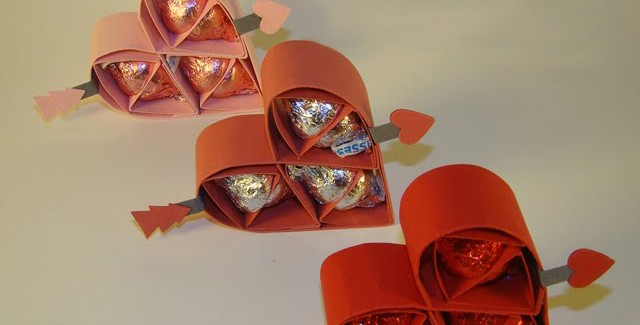 homemade-valentines-day-gifts-for-him-sweets-paper-hearts-640x325.jpg