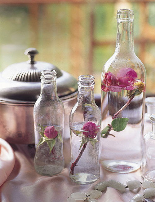 Valentine's Day decorating ideas home glass bottles roses vintage beauty