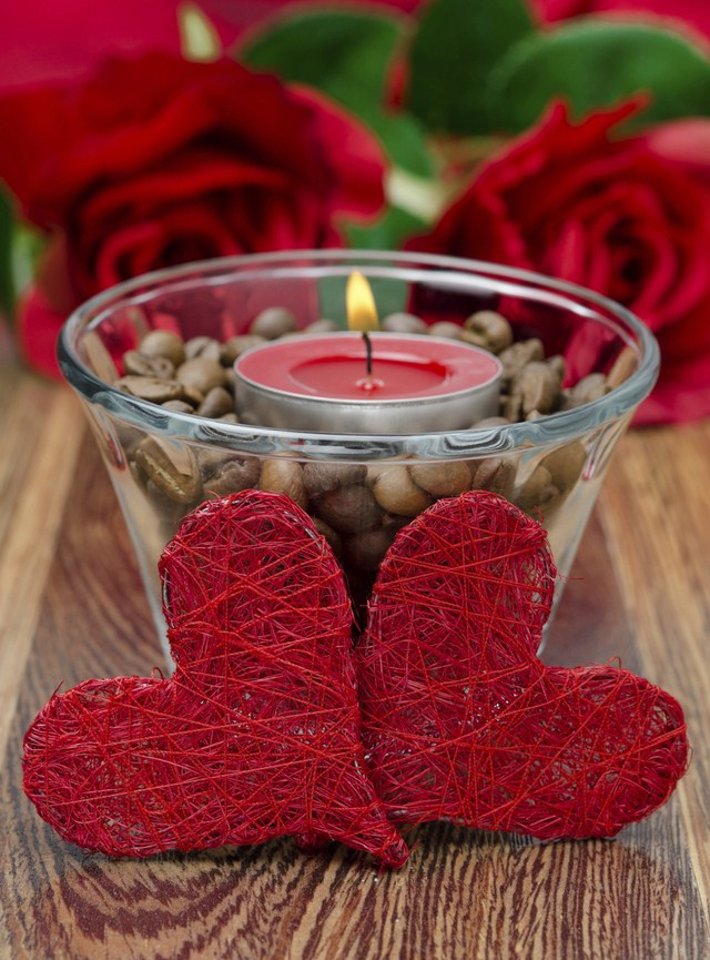 Valentine's Day decorating ideas home candle holders coffee beans