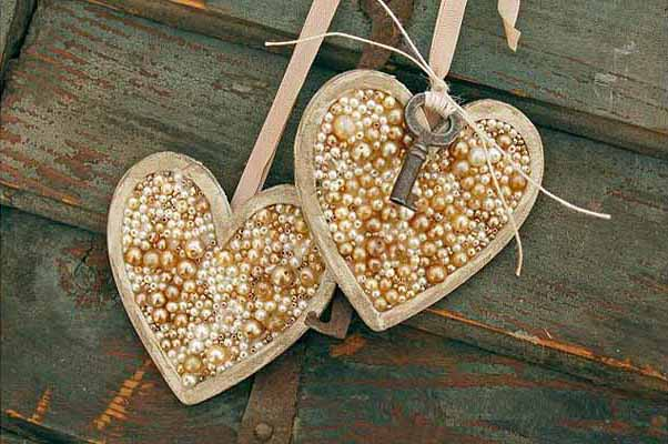 Valentine's Day decorating ideas home hearts pearls key heart