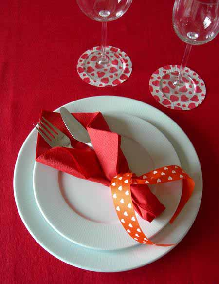 valentines day table setting ideas red napkin ribbon wine glasses
