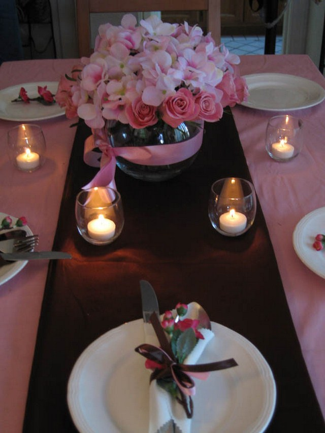 valentines day table setting ideas roses candle holders flowers napkin