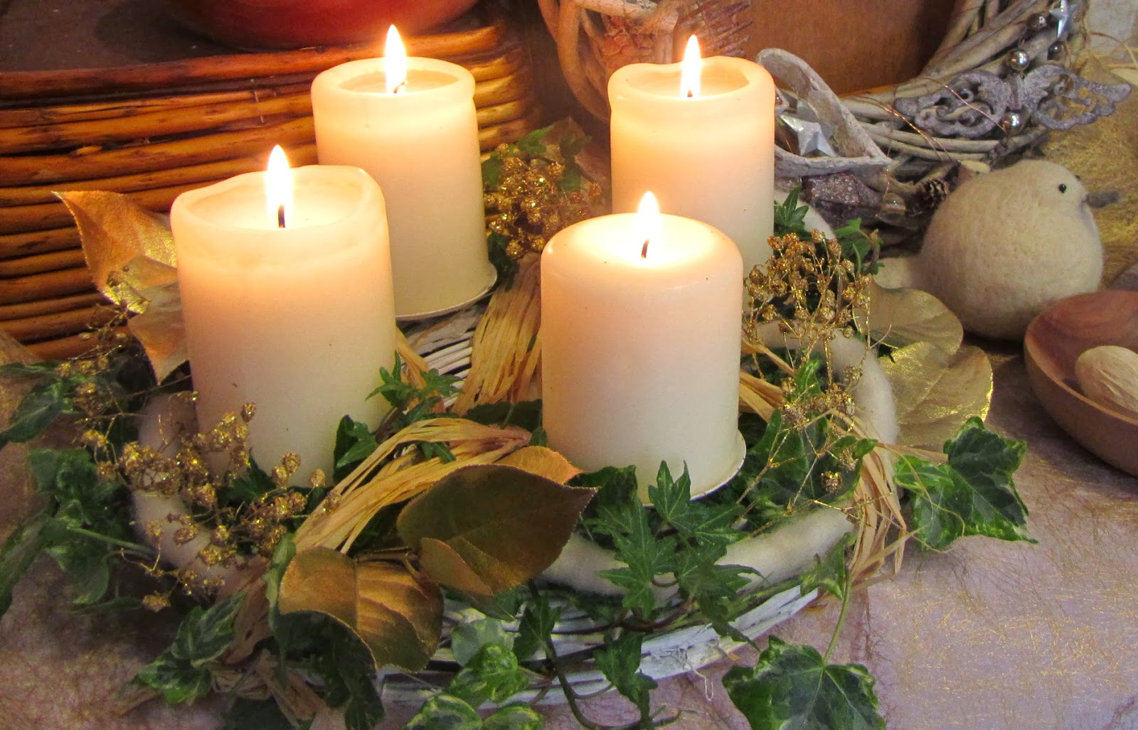 40-ideas-for-christmas-candles-on-table-00014