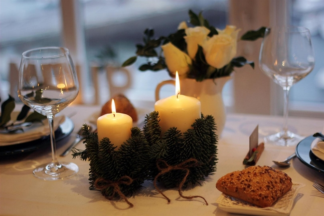 40-ideas-for-christmas-candles-on-table-00025