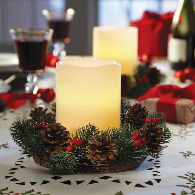 40-ideas-for-christmas-candles-on-table-00026
