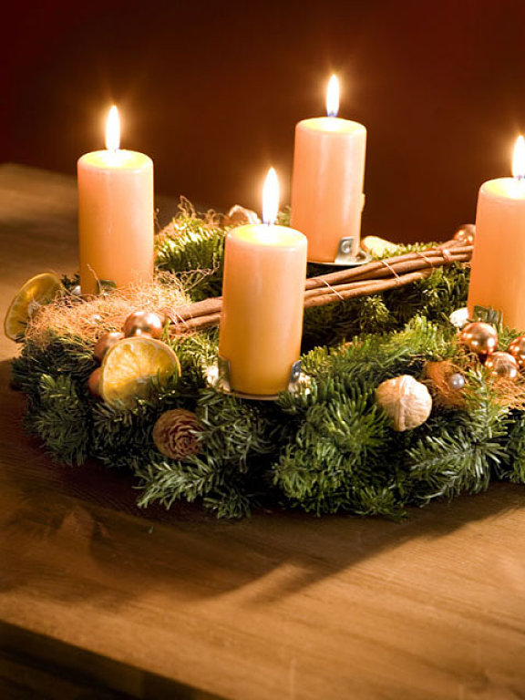 40-ideas-for-christmas-candles-on-table-00031