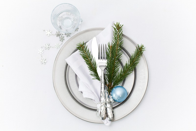 DIY-Christmas-decorating-ideas-easy-4-festive-Table-Settings-0001